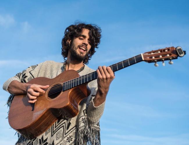 pedro-pastor-con-guitarra