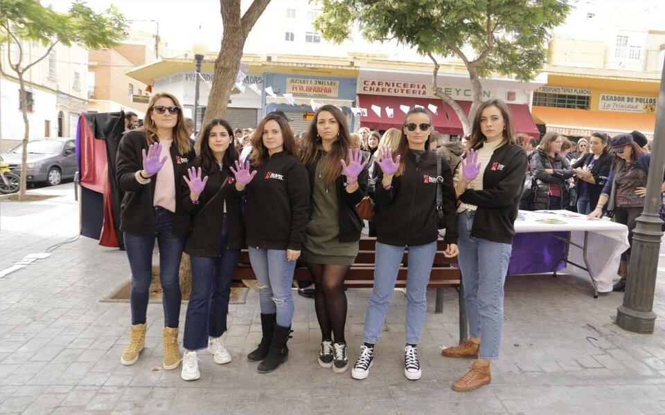 Kuver asiste a la manifestación del 25N contra la violencia de género