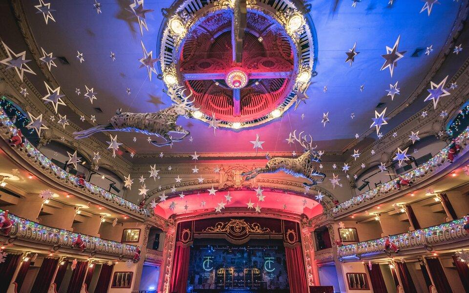 KUVER prepara la llegada de la Navidad en el Teatro Cervantes